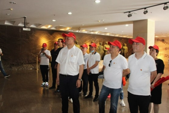 驻马店市浙江(温州)商会信阳市温州商会赴鄂豫皖纪念馆参观学习接受红色教育